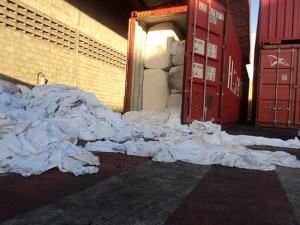 Contêiner com lixo hospitalar é apreendido no porto de Suape / Receita Federal PE /Divulgação