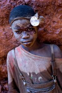 Exploração. No Congo, minas controladas por milícias armadas empregam mão de obra infantil. FOTO: DIVULGAÇÃO