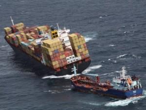 Cargueiro Rena: segundo a Marinha, a população deve se afastar da área do vazamento porque a substância é 'altamente tóxica'