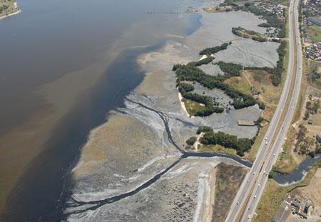 BID vai emprestar US$ 452 milhões para melhorar esgoto na Baía de Guanabara