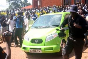 Esse é o Kiira, carro elétrico de 2 lugares projetado e construído em Uganda. foto: Faiswal Kasirye