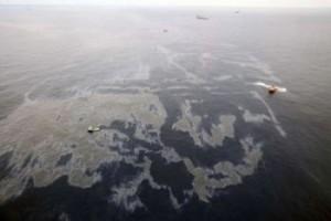 Petróleo no oceano afeta base da cadeia alimentar marítima, diz oceanógrafo