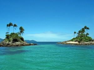 Presidente do Inea sobrevoa região de Angra onde vazou óleo