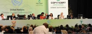 Conferência das Partes termina em Durban prolongando o Protocolo de Quioto até 2017 e com a promessa de que todas as nações serão obrigadas a limitar a liberação de gases do efeito estufa a partir da próxima década || Imagem: Jan Galinski / UNFCCC