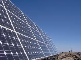 De acordo com relatório da Associação das Indústrias de Energia Solar e da consultoria GTM Research, de julho até setembro de 2011 foram instalados 449 MW de capacidade, elevando para mais de 1 GW o total implantado neste ano