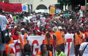 Milhares marcham contra mudanças climáticas