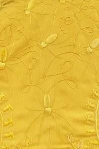 Museu londrino expõe tecidos dourados feitos com teia de aranha