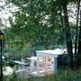 A arquiteta sueca Karin Matz investiu na ideia de reaproveitar materiais que seriam descartados para construir uma pequena cabana na orla de um lago. O local, uma espécie de abrigo, […]