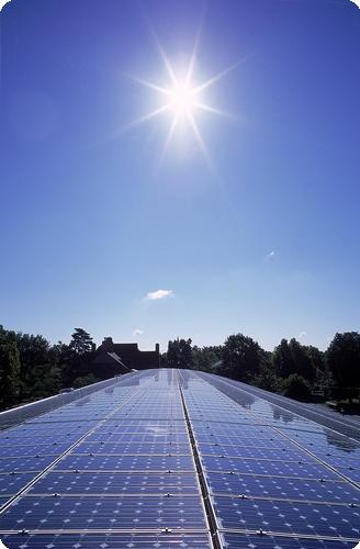Crescimento na geração solar acompanha queda de 4,8% no consumo de energia no país, e produção de renováveis já é responsável por alimentar 20% da demanda de eletricidade na Alemanha