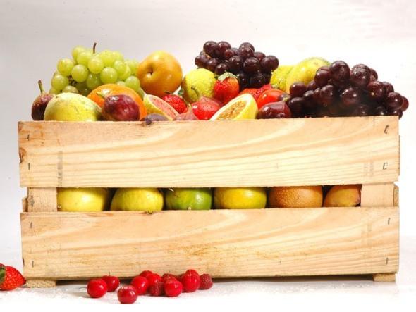 Tornar as frutas e vegetais a peça central de suas refeições é um dos passos para uma vida mais saudável