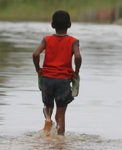 Moradores de áreas afetadas por enchentes têm mais risco doenças
