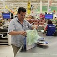 No primeiro dia útil de vigência do prazo de dois meses para os supermercados continuarem a distribuir embalagens aos clientes, lojas da capital desrespeitaram o acordo firmado na sexta-feira com […]
