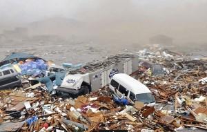 Um 1 ano após tsunami, Japão ainda tem que lidar com montanhas de entulho