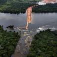 A reportagem é do sítioGreenpeace, 17-04-2012. Na foto, o primeiro barramento começa a ser erguido no Rio Xingu. Árvores caídas denotam a destruição da floresta amazônica provocada por Belo Monte.. […]