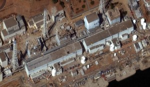A imagem feita no dia 16 de março de 2011 mostra os estragos na usina nuclear Dai-Ichi, em Fukushima, no Japão. (Foto: DigitalGlobe)