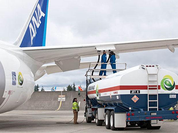 A aeronave utilizou um biocombustível feito a partir de óleo de cozinha usado