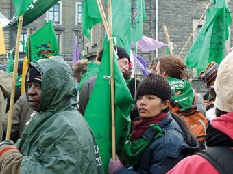Manifestantes ecologistas na conferência sobre mudança climática de Copenhague, em 2000. Foto: Ana Libisch/IPS