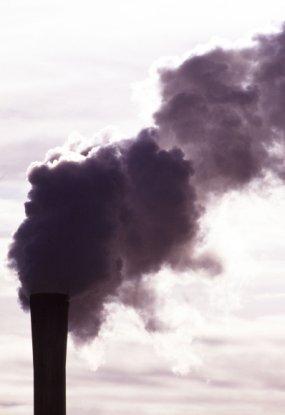 Depois de cair durante dois anos devido à recessão, liberação de carbono dos Estados Unidos subiu 3,2% em 2010 em comparação com níveis de 2009; outros países como Irlanda, Japão e Rússia também aumentaram suas emissões