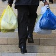 AFolha de S. Paulode 15 de maio trouxe reportagem mostrando que algumas cidades do interior do Estado de São Paulo estão tornando obrigatória a distribuição de sacolas plásticas nos supermercados. […]