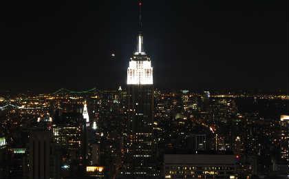 Atualmente, a parte superior do arranha-céu é iluminada por 400 lâmpadas/Foto: Sxc.hu