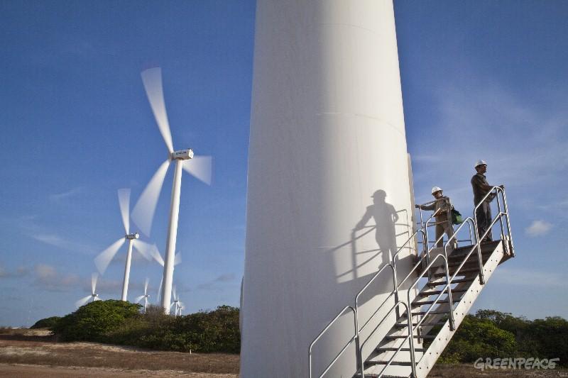 Aerogeradores do Parque Eólico de Taíba em São Gonçalo do Amarante (CE). (©Greenpeace/Rogério Reis/Tyba)