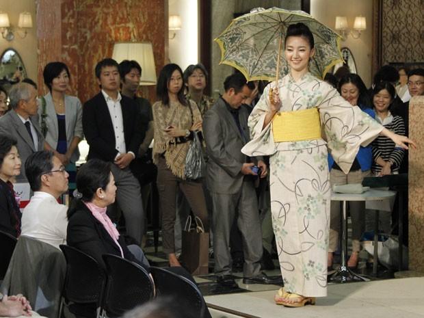 Estilistas também pensaram no conforto das funcionárias (Foto: AP Photo/Koji Sasahara)