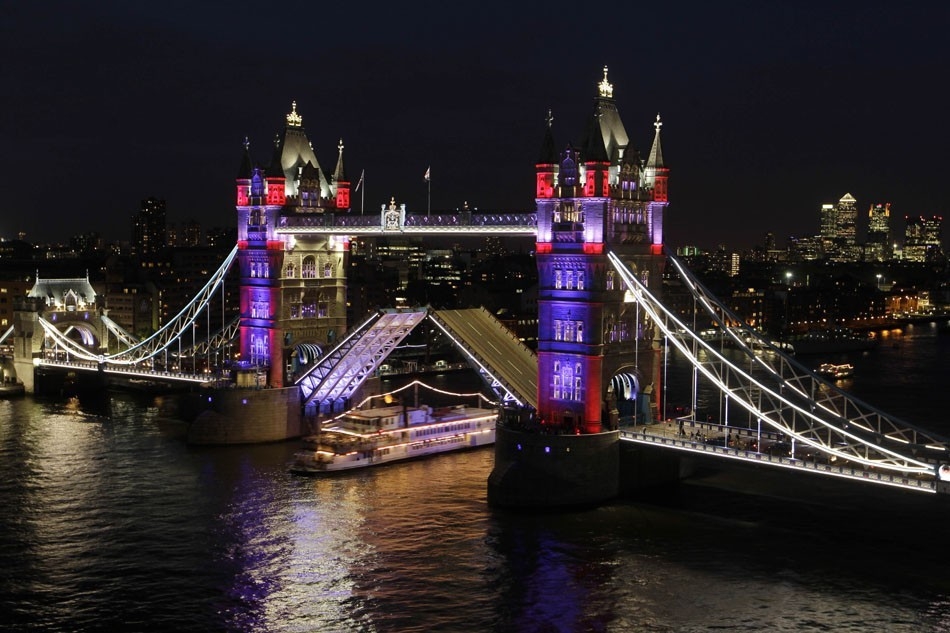 Tower Bridge, cartão postal de Londres, na Inglaterra. Metrópole reduziu emissões de CO2 em 3,6% em 2010, na comparação com 2008. (Foto: Sang Tan)