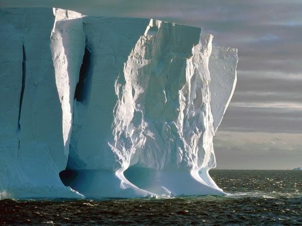 Icebergs na Antártica. Cientistas temem ocupação no continente e também invasão de empresas para explorar recursos como petróleo e gás. (Foto: Ralph Timmermann/Alfred Wegener Institute)