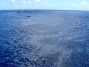 Foto aérea da mancha de óleo no Campo de Frade divulgada pela ANP (Foto: Divulgação/ANP)