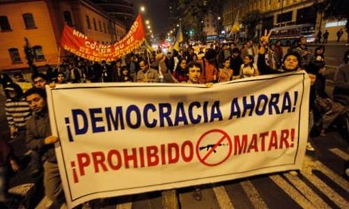 Habitantes de Lima fazem ato em solidariedade aos protestos contra projeto de mineração de ouro em Cajamarca. Foto:Reuters