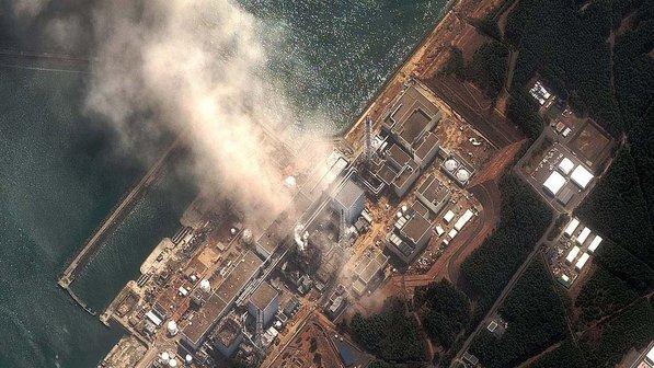 Usina de Fukushima atingida pelo tsunami no Japão (AFP)