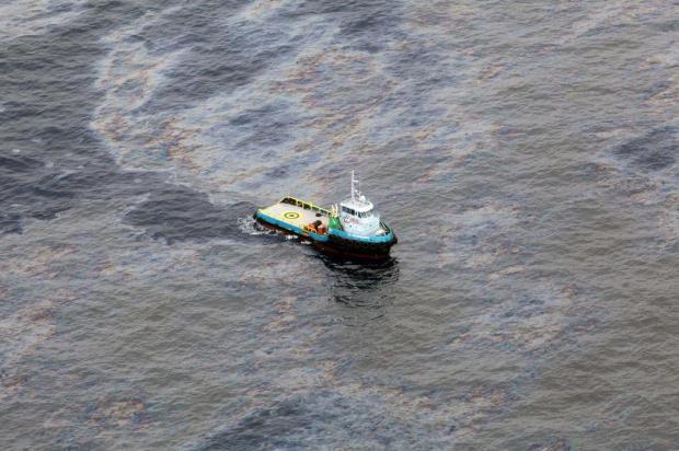 Justiça estabelece prazo para que empresas Chevron e Transocean Brasil suspendam atividades