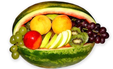 Tirar as cascas dos alimentos não elimina os agrotóxicos utilizados por produtores agrícolas. Foto: srbichara