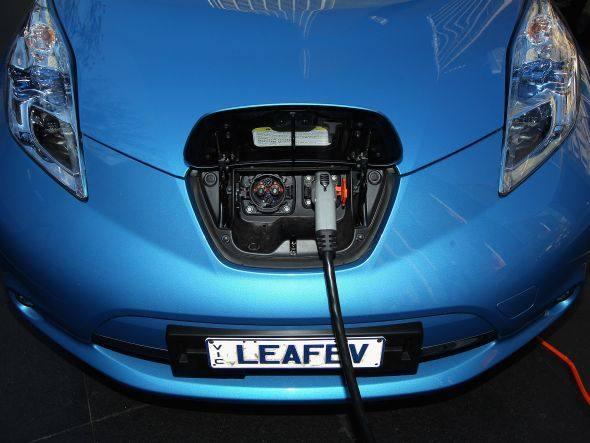 Carro elétrico da Nissan: as baterias atuais ou não são esfriadas, inclusive nos modelos em que são retiradas para serem recarregadas, ou são esfriadas com ar.