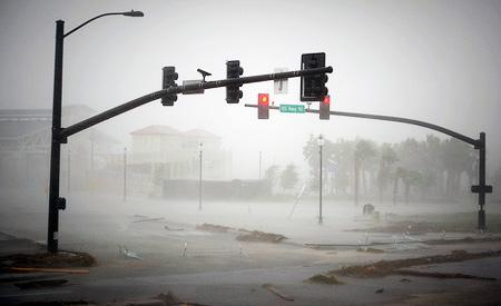 Passagem do furacão Isaac deixou estragos no Haiti e nos Estados Unidos. Foto: Official U.S. Navy Imagery