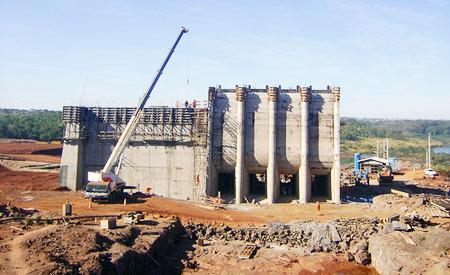 Obra da Pequena Central Hidrelétrica (PCH) Queixada nos municípios de Itarumã e Aporé, em Goiás.  Foto:minplanpac