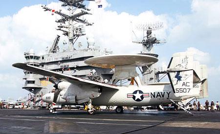 O USS Nimitiz se desloca pelo Oceano Pacífico até agosto movido a algas e diesel comum. Já os helicópteros, jatos e naves de apoio adotam o bioquerosene, com óleo de cozinha usado. Foto: Divulgação