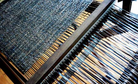 Palha da seda fabricada em O Casulo Feliz pelo tecelão Alexandre Heberte - materiais reaproveitados. Foto: Divulgação