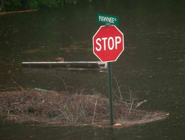 Inundação no Mississipi provocada pelo Isaac: A tempestade continua perdendo força enquanto se encaminha para a zona central do estado da Louisiana