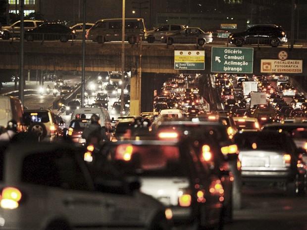 Veículos parados no trânsito de São Paulo; poluição afeta mais quem trabalha no tráfego (Foto: Raul Zito/G1)
