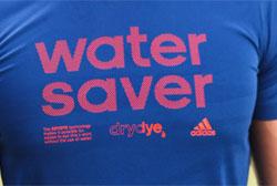 Adidas apresenta tecnologia que tinge peças sem água
