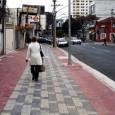 """Nos 28 artigos da Política Nacional de Mobilidade Urbana, sancionada em 3 de janeiro deste ano, não existem referencias às palavras """"Pedestre"""" ou """"Calçadas"""". Ou seja, caminhar não é uma […]"""