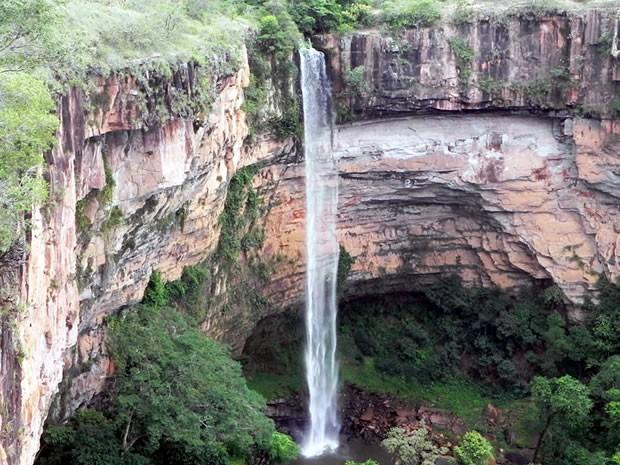 Com 86 metros de queda d'água, cachoeira do Véu de Noiva é um dos cartões postais do Parque Nacional de Chapada (Foto: Dhiego Maia/G1)