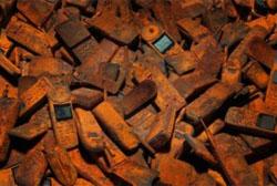 Reciclagem de lixo eletrônico evitaria que ouro parasse no lixo