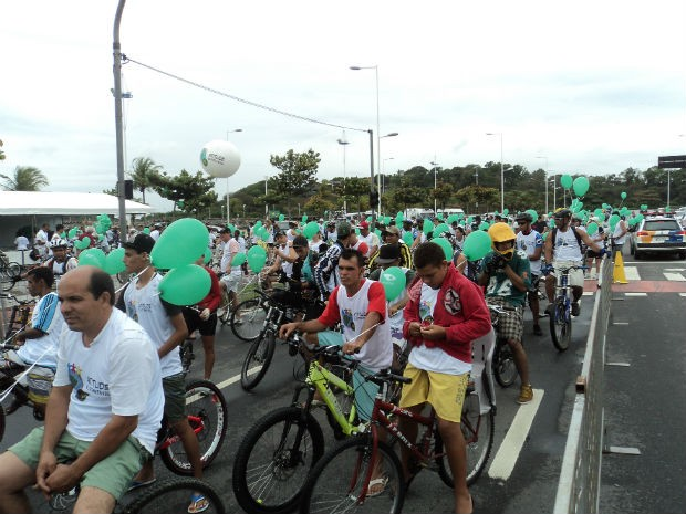 Ciclistas chamam a atenção para a sustentabilidade, em Vitória