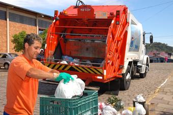 Prefeitura de Duque de Caxias é multada em quase R$ 2 milhões por falta de coleta de lixo