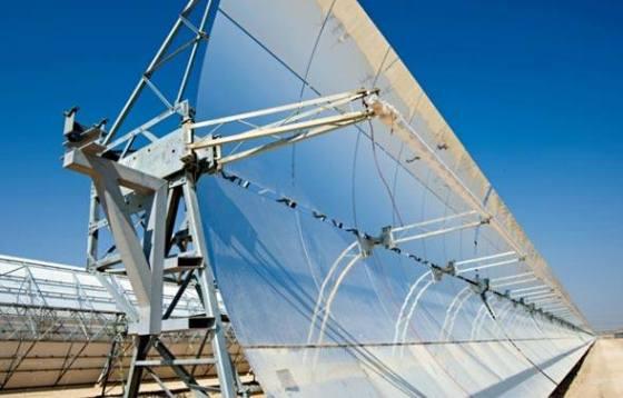 Os Emirados Árabes inauguraram no último domingo (17/03) o maior parque de energia solar concentrada do mundo. A usina Shams 1, como é chamada, é considerada um marco favorável para o desenvolvimento de energias renováveis. Conheça esse e outros parques solares ao redor do mundo