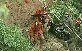 Chuva na Região Serrana do RJ mata 16 e deixa 500 pessoas fora de casa