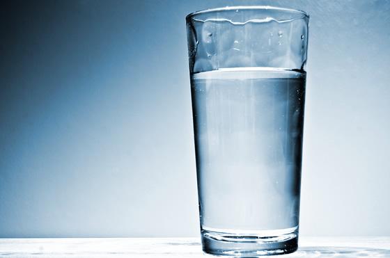 Na medicina, não há conceito que esteja gravado em pedra - e vários estudos recentes questionam a regrinha de que, para manter a hidratação em níveis ideais, é necessário beber dois litros de água por dia