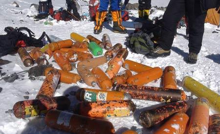 Monte Everest ameaçado por uma montanha de lixo